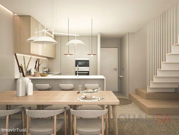 Apartamento T0+2 duplex novo com varanda em condomínio fe...