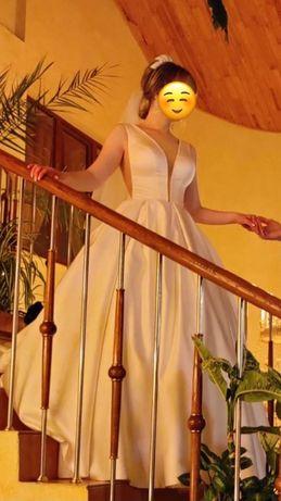 Весільне плаття, колір айворі, матеріал атлас, модель плаття 2020 року