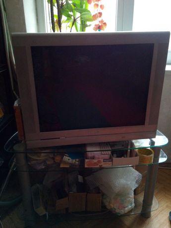 Телевизор Philips с тумбой на дачу