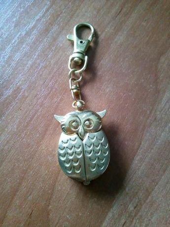 zegarek w kształcie sowy do kluczy