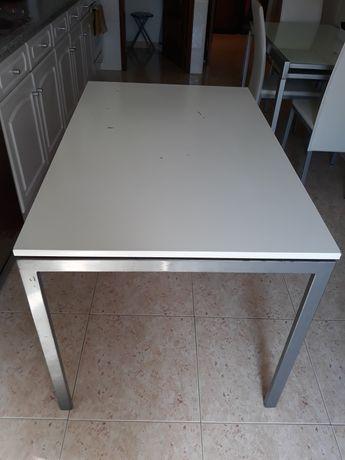 Mesa de cozinha branca