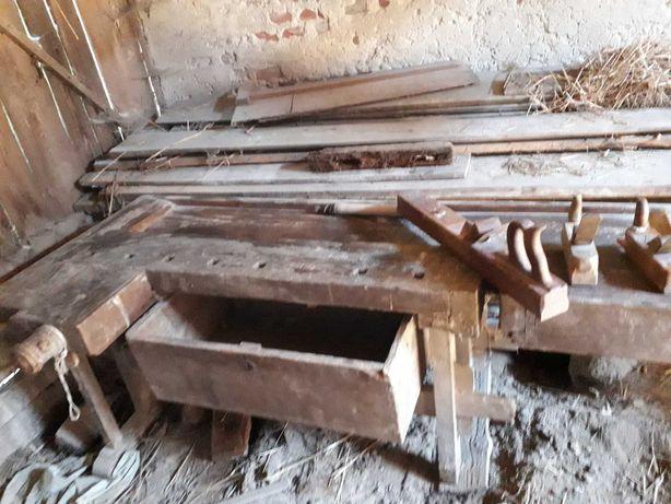 Drewniany warsztat stolarski stary