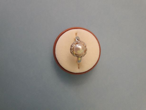 Złoty pierścionek pr. 585 z perełkami i brylantami