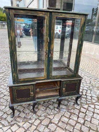 Cristaleira com 150 anos