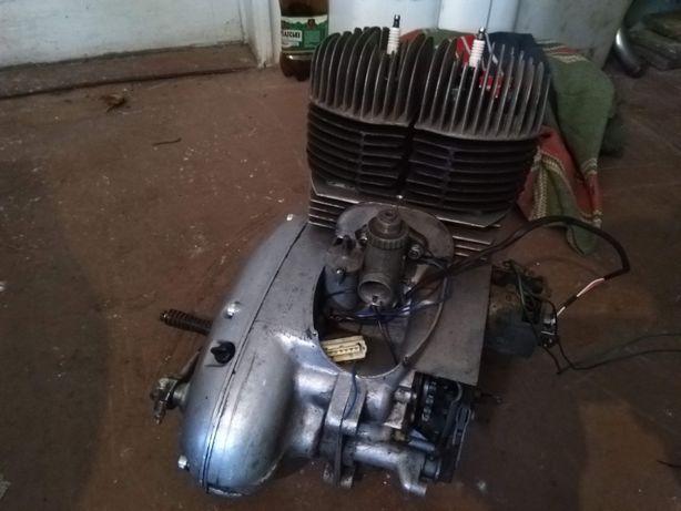 двигатель Ява 360 и передний щиток ,.