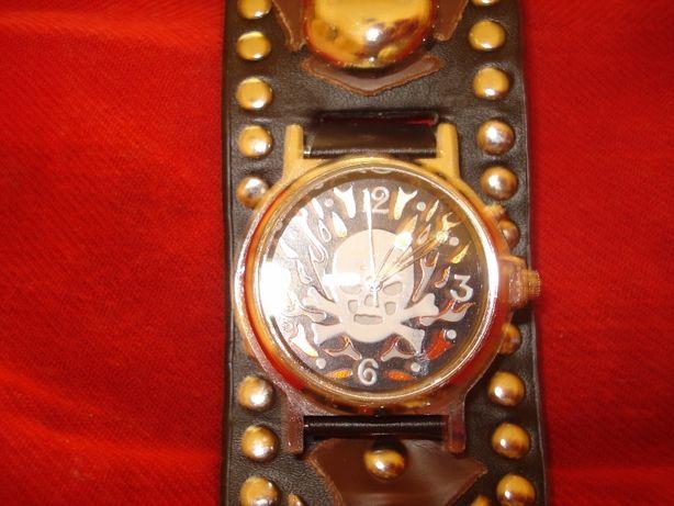 """Часы наручные в стиле """"Хеви-металл, череп,кости."""""""