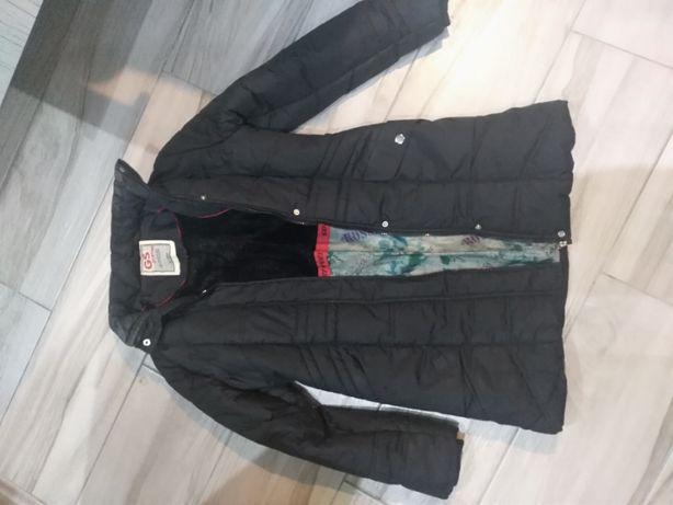 Czarna kurtka zimowa z kapturem