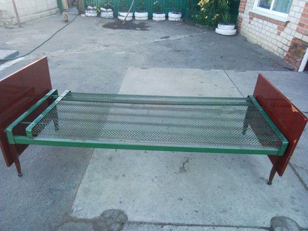 Кровать на металлической сетке