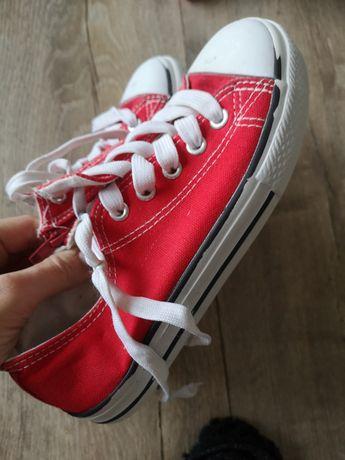 Czerwone trampki dla chłopca 34 rozmiar odsprzedaż