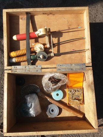 Ящик для зимней рыбалки. Удочка