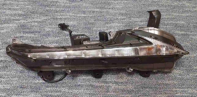 Поворотник ( ходовой огонь DRL) правый Lexus NX
