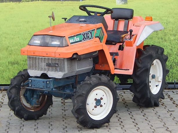 mini ciągnik kubota XB-1 traktor 4x4 traktorek sadowniczy