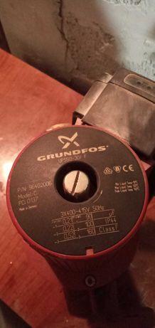 Циркуляційний насос Grundfos UPS 50-30 F