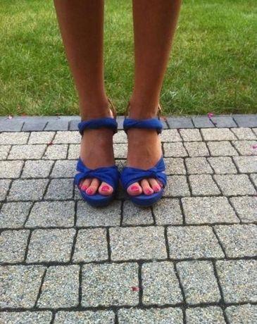 Kobaltowe sandaly