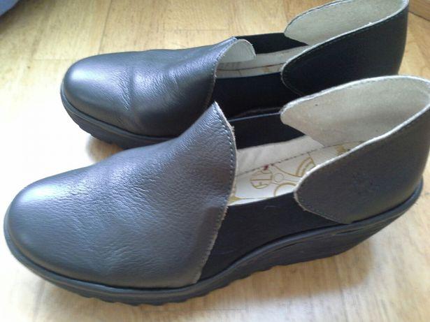 Sapatos Fly London No39 semi-novos