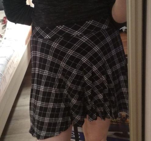 Biało czarna spódniczka