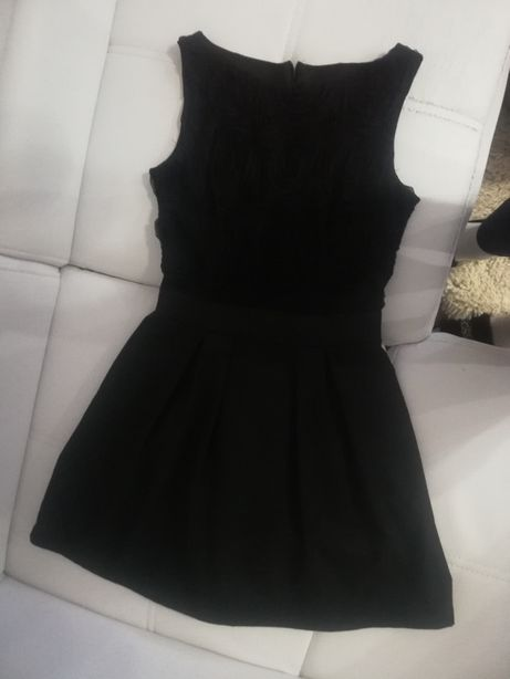 Rozkloszowana sukienka czarna rozmiar 40