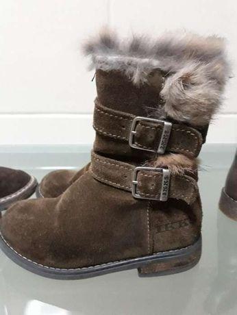 Ténis, sapatos e botins de menina