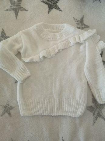 Biały sweterek z falbanką rozm.104