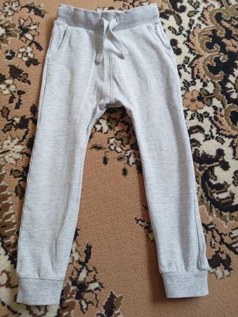 Продам спортивные штаны Некст 3-4года