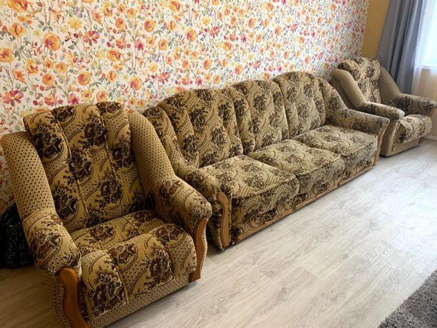 Диван и два кресла. Комплект