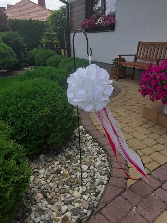 Białe kule kwiatowe ze wstążkami do powieszenia 5 szt