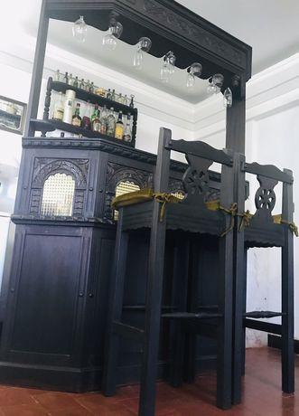 Bar de Sala em madeira + 2 Bancos