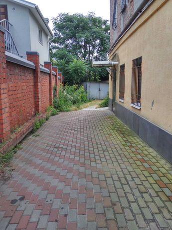 Продам квартиру под ремонт в центре по улице Исполкомовская.LY
