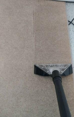 Limpeza de estofos, sofás e carpetes