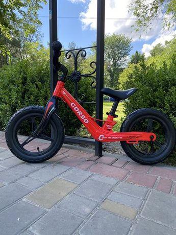 Беговел детский велобег, легкая магниевая рама, до 45 кг, надувные кол
