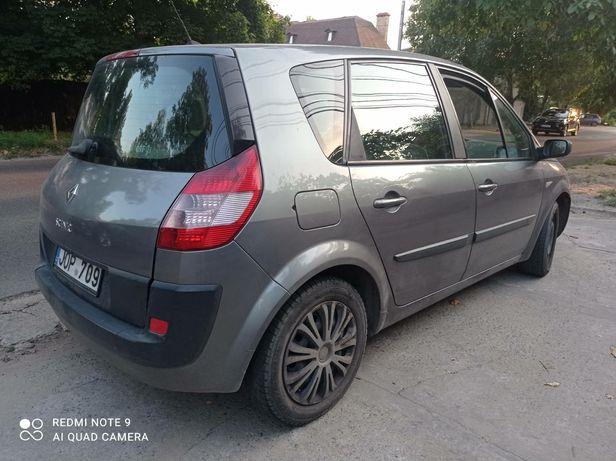 Renault Scenic снята с учета