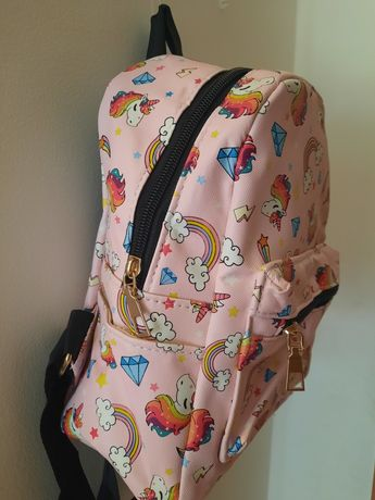 Vendo mochila unicórnios