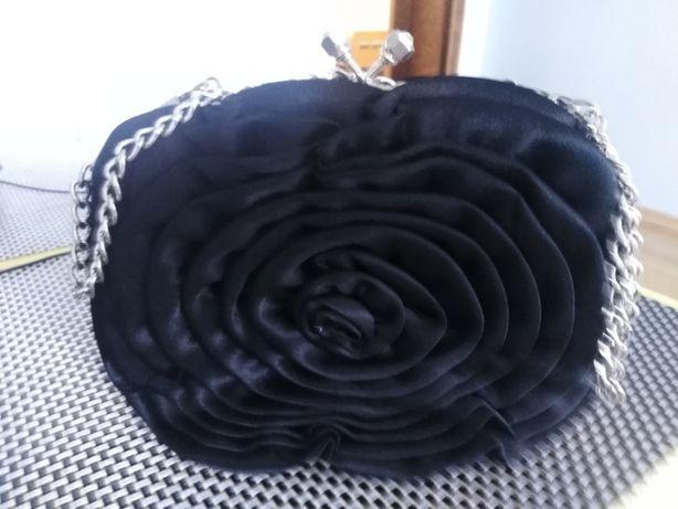 Elegancka torebka na łańcuszku czarna