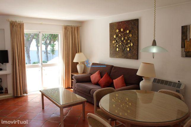 Apartamento T1 com piscina localizado no Balaia Golf Village Albufeira