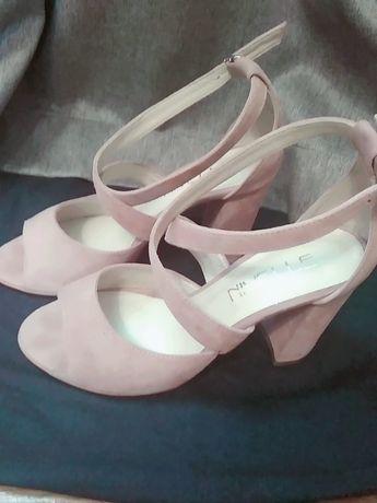 Взуття босоніжки