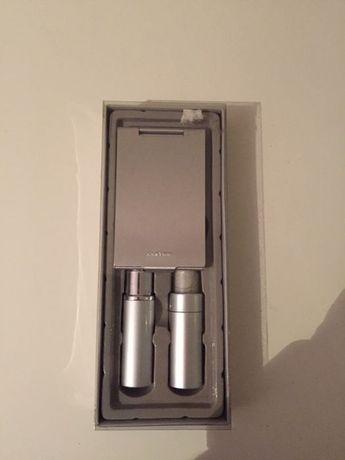 Set de carteira com espelho pincel e frasco de perfume