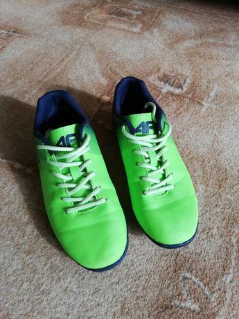 Buty piłkarskie chłopięce 4F