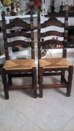 dwa tęcznie robione krzesła