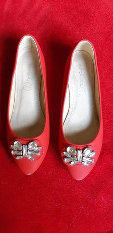 Czerwone buty balerinki