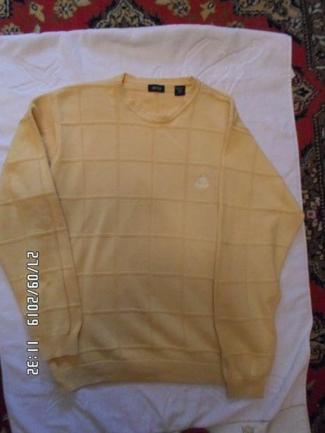 Очень красивых, крутой, фирменных желтый свитер.