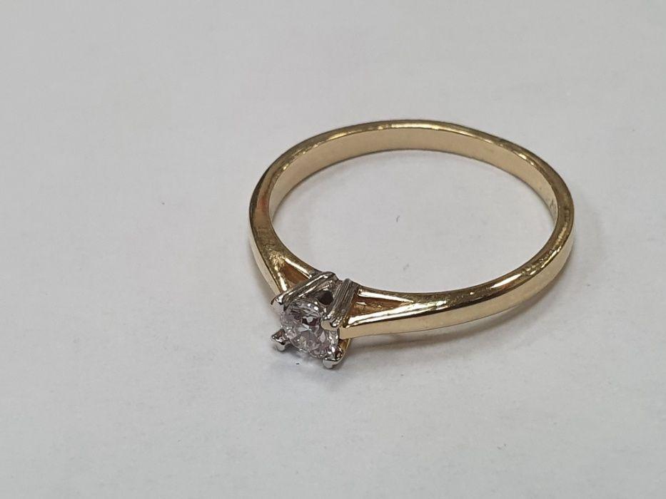 Apart! Piękny złoty pierścionek + brylant 0.17 CT! 1.54 gr/ R10/ Certy