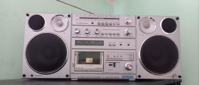 Radio magnetofon RETRO