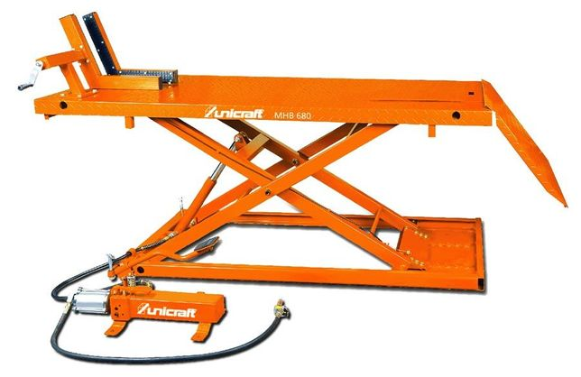 Plataforma elevatória / Elevador de motos marca alemã Capacid. 680 kg