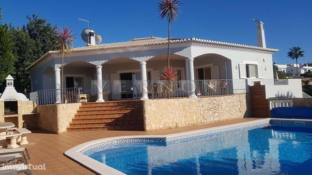 Algarve, Carvoeiro, para venda vivenda 3 quartos suite, piscina aqueci