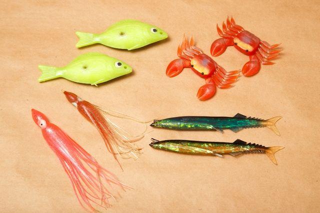 Приманка для рыбалки: силиконовые и пластмассовые. Набор - 8 штук.