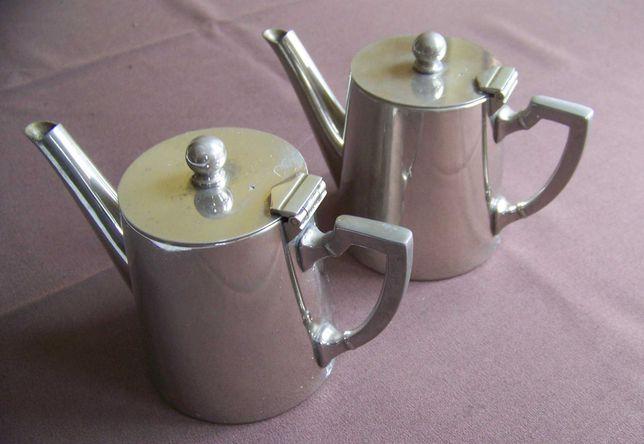 Dwa imbryki do herbaty sygnowane