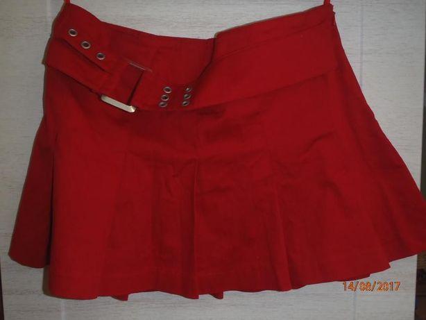 czerwona spódniczna kloszowana
