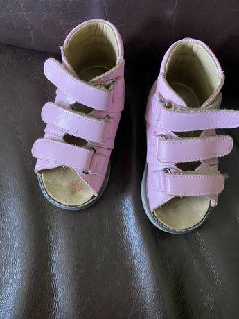 Ортопедичне взуття для дівчинки 22 р