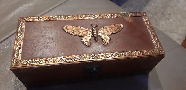 Drewniana szkatułka pudełko
