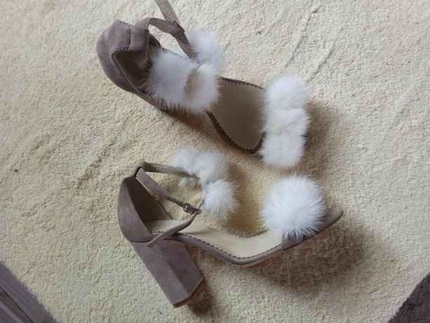 Босоножки замшевые на каблуке с мехом норки